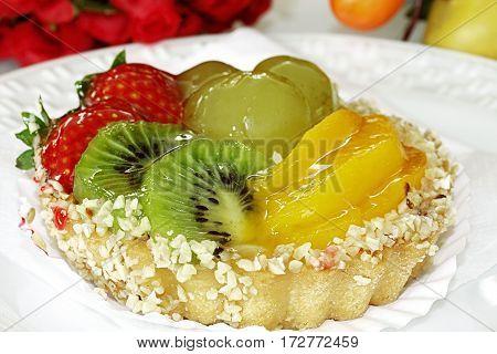 pie strawberry peach kiwi grape vanilla cream dessert