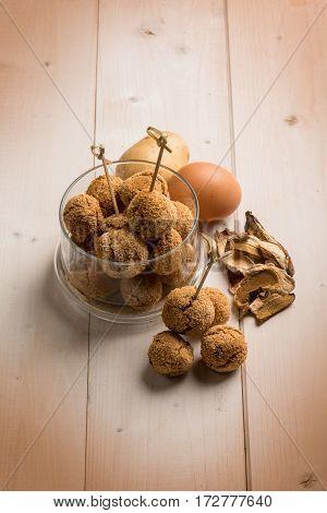 potatoes vegetarian meatballs with dried mushroom