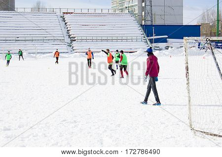 Ulyanovsk. February 2017. Training for youth football in the winter in the stadium.