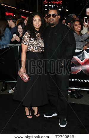 LOS ANGELES - JAN 19:  Kimberly Woodruff, O'Shea Jackson Sr aka Ice Cube at the