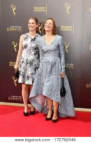 LOS ANGELES - SEP 10:  Zoe Perry, Laurie Metcalf at the 2016 Creative Arts Emmy Awards - Day 1 - Arrivals at the Microsoft Theater on September 10, 2016 in Los Angeles, CA