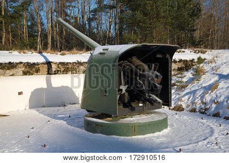 Naval gun of the period of the great Patriotic war to the position. Fort Krasnaya Gorka, Russia