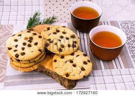 накрытый стол с натуральным домашним печеньем и чаем