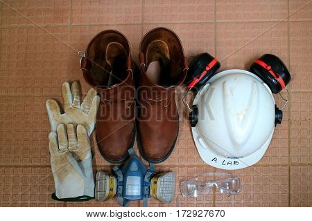 helmet, gloves, ear defenders and goggles,safety glass,safety shoes,half mask