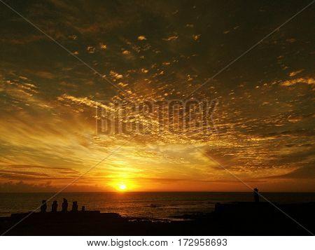 Puesta de sol en Ahu Tahai, Isla de Pascua - Chile