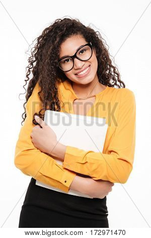 Cheerful african young businesswoman standing and holding blank paper over white background