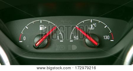 analog instruments for the amount of fuel and the temperature in the car