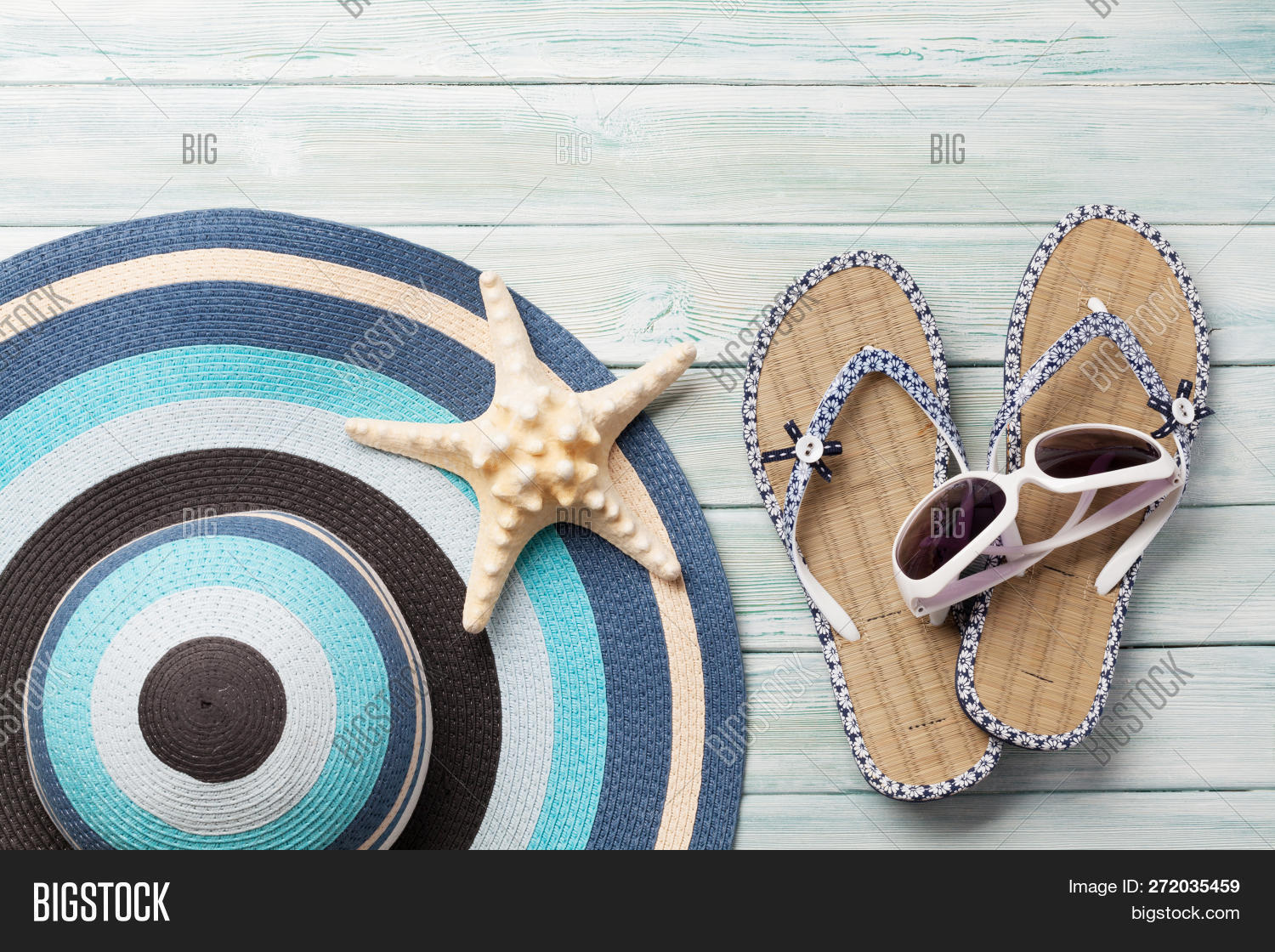 83d28c4dcf28c Travel vacation background concept with beach hat