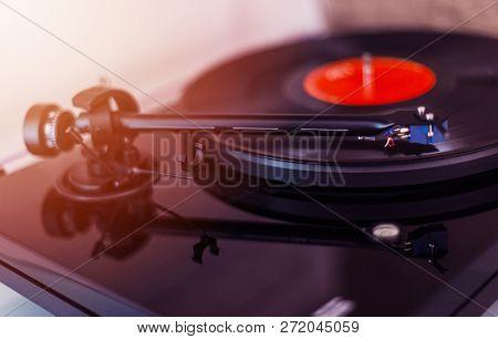 Turntable Needle On A Vinyl Record. Vintage Vinyl Record Player. Needle On A Black Vinyl Record. Mus