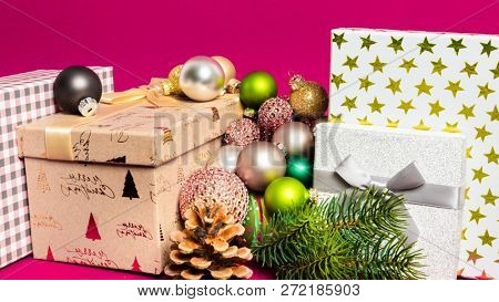 A Christmas decoration gift box with pink background