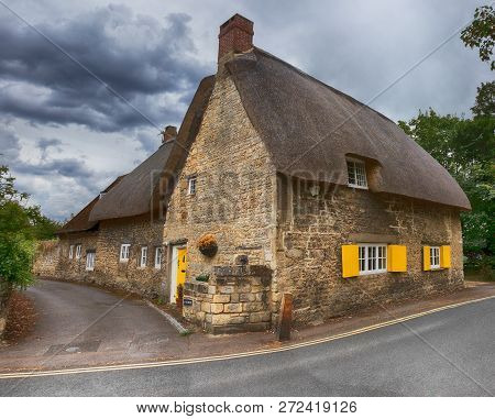 House With A Thatched Roof In England