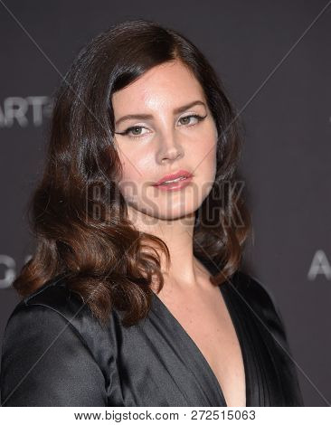 LOS ANGELES - NOV 03:  Lana Del Rey arrives to the 2018 LACMA Art + Film Gala  on November 3, 2018 in Hollywood, CA
