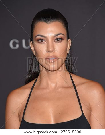 LOS ANGELES - NOV 03:  Kourtney Kardashian arrives to the 2018 LACMA Art + Film Gala  on November 3, 2018 in Hollywood, CA