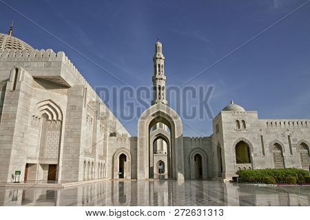 Oman. Great Mosque Of Sultan Qaboos Great Mosque Of Sultan Qaboos In Muscat - The Third Biggest Mosq