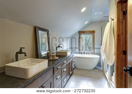 Wonderfully Designed Bathroom In A Country House