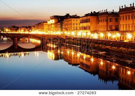 Brug over de rivier Arno in Florence, Italië