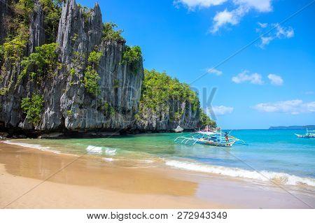 El Nido, The Philippines - 20 Nov 2018: Tourist Boat On Seashore Of Idyllic Tropical Island With San