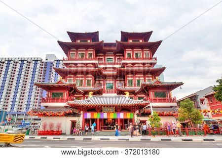 Singapore - January 17, 2016: Worshippers Visit The Buddha Tooth Relic Temple In Singapore Chinatown