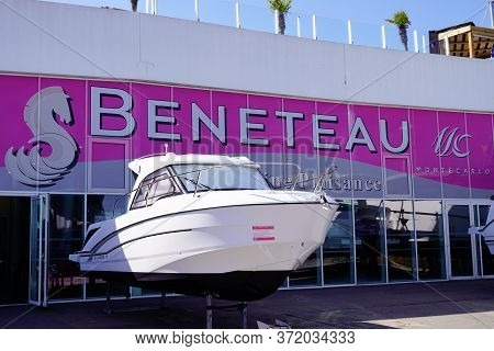 Bordeaux , Aquitaine / France - 06 14 2020 : Beneteau Logo Sign Store Of French Sail And Motor Boat