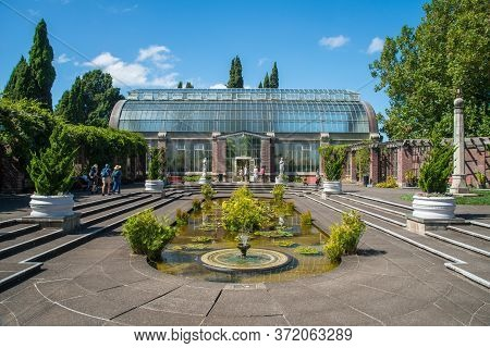 Auckland, New Zealand - March 05 2017 : View Of The Courtyard With Several Neoclassical Statues And