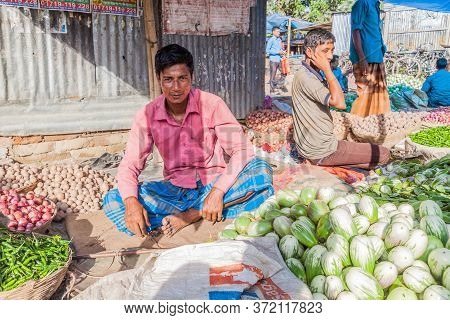 Paharpur, Bangladesh - November 6, 2016: Vegetable Sellers At The Local Market In Paharpur Village,