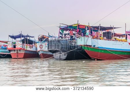 Pasur, Bangladesh - November 13, 2016: Boats At The Beach At Dublar Char Dubla Island From Pasur Riv