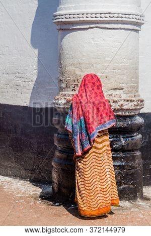Bagerhat, Bangladesh - November 16, 2016: Muslim Woman At The Wall Of Khan Jahan Ali Tomb In Bagerha