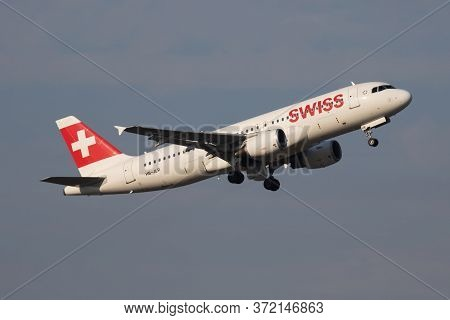 Budapest / Hungary - October 7, 2018: Swiss International Airlines Airbus A320 Hb-jlr Passenger Plan