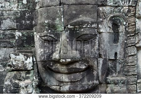 Escultura De Una Cara De Piedra En Seam Riep