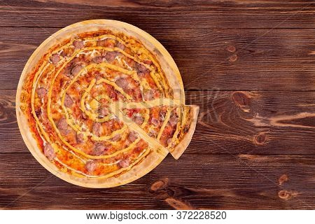 Pizza With Beef Sausages, Mozzarella, Various Sauces And Marinated Red Onions Or Salsiccia Pizza, Wi