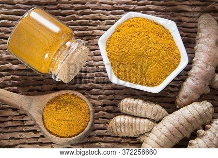 Turmeric Powder And Fresh Turmeric - Curcuma Longa.