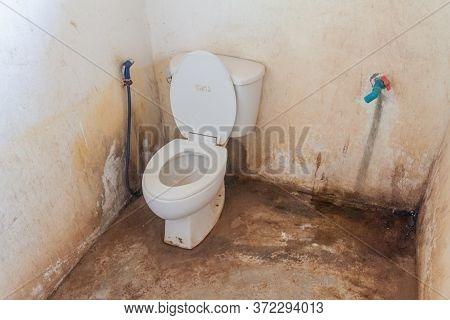 Kinpun, Myanmar - December 11, 2016: Bathroom In One Of The Bungalows Of Sea Sar Guesthouse In Kinpu