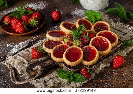 Beutiful And Delish Tartlets