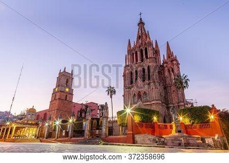 The Parroquia De San Miguel De Arcangel And La Santa Escuela De Cristo In San Miguel De Allende, Gua