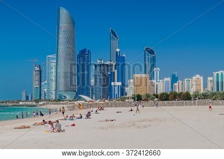 Abu Dhabi, Uae - March 7, 2017: People On Corniche Beach In Abu Dhabi