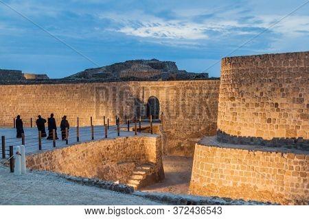 Local Women Visit Bahrain Fort Qalat Al-bahrain In Bahrain