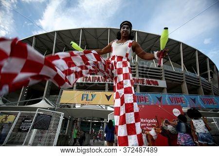 Salvador, Bahia / Brazil - December 20, 2017: Juggler Member Of Circo Picolino Is Seen During An Eve