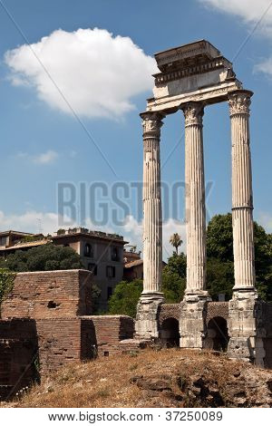 Corinthian Columns Of The.temple Of Castor And Pollux