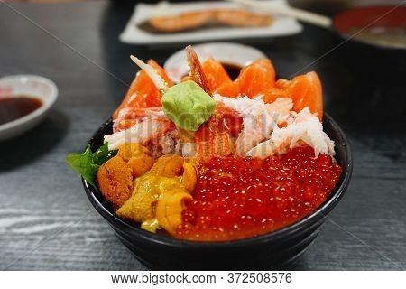 Premium Set Rice Bowl With Fresh Raw Seafood Mix, Crab, Salmon, Salmon Eggs, Uni Serve Together With