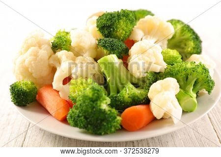 plate with broccoli, cauliflower and carrot