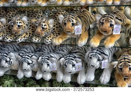 Thailand, Pattaya, 26,06,2017 Soft Toys On The Counter Of The Souvenir Shop In The Zoo