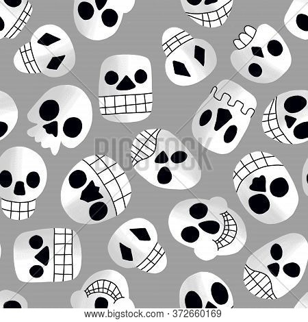 Cartoon Childish Halloween Skulls Seamless Pattern. White And Grey Skulls With Black Eyes And Noses