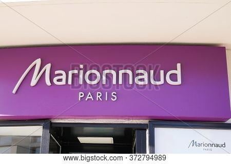 Bordeaux , Aquitaine / France - 01 15 2020 : Marionnaud Logo Store Brand Chain Of Cosmetics Shop Fas