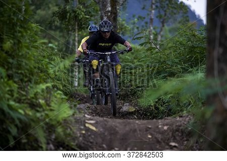 Indonesia June 23, 2020 : Fully Equipped Professional Biker Is Riding A Mountain Bike Downhill Style