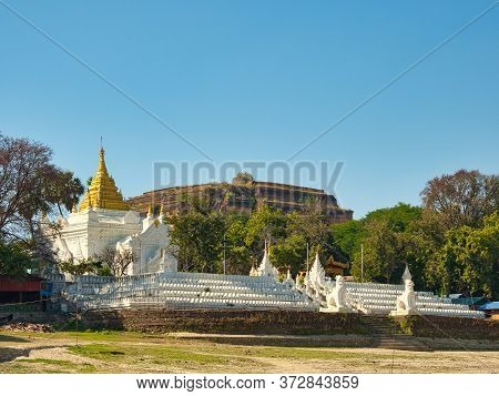 The Pagoda Settawya In Front Of The Pagoda Mingun Pahtodawgyi Which Is The Uncompleted Mingun Pagoda