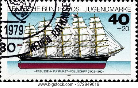 02 10 2020 Divnoe Stavropol Territory Russia The Postage Stamp Germany 1977 Youth Hostel - Ships Pre