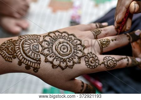Beautiful Mehndi Designs On Hand At Indian Hindu Marriage. 03