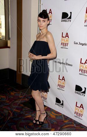 LOS ANGELES - 15 de JUN: Rooney Mara chega a sessão especial de