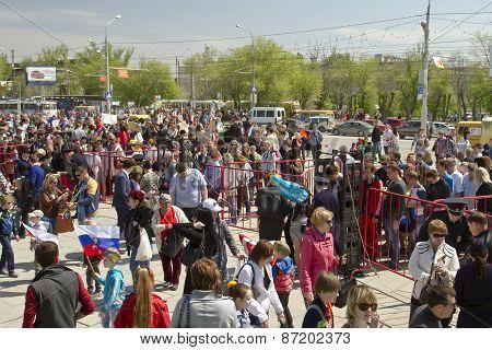 Police cordon from the metal detectors at Mamaev Kurgan