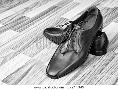 Leather men's shoes